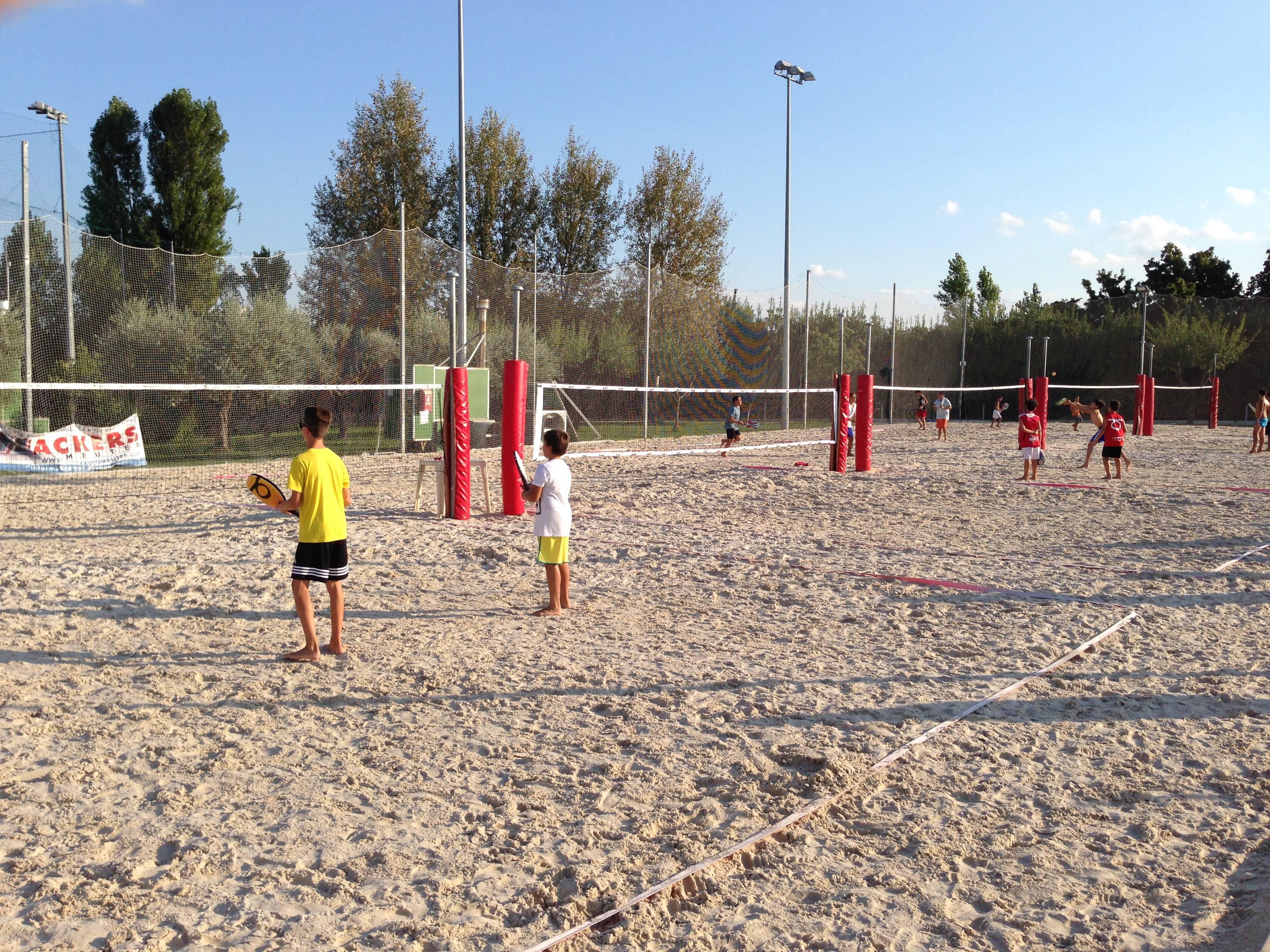 Beach Tennis Under. La prima tappa estiva del Garden va a Morandotti-Benzi e Crescentini-Defabritis