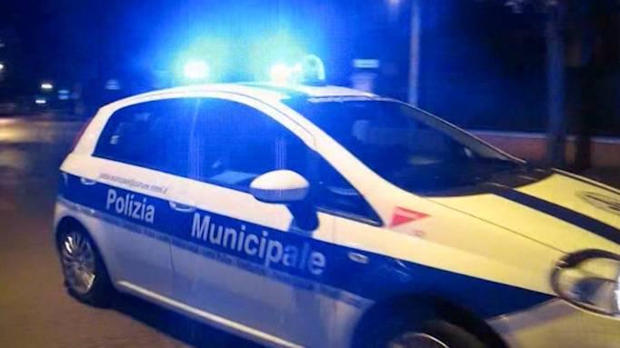 Ubriaco scappa dopo incidente. Rintracciato dalla Polizia Municipale