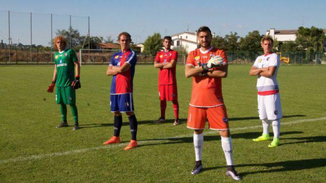 Parte dalle radici del passato il nuovo look dell'Imolese Calcio (gallery)