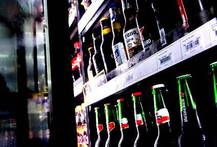 Alcol dopo le 22. Nuove sanzioni per il minimarket plurirecidivo