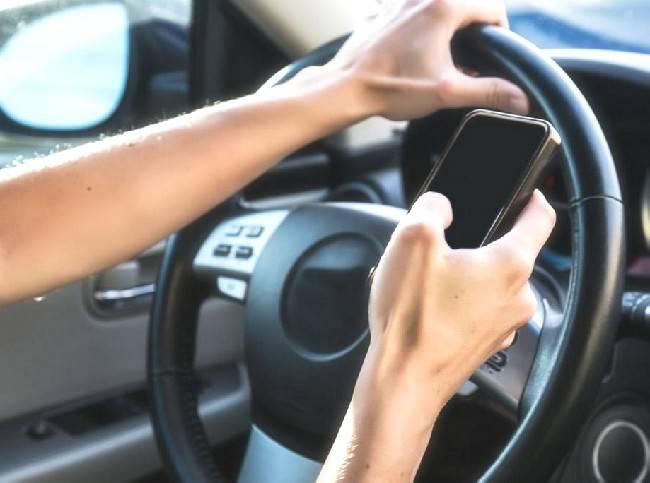 smartphone alla guida rimini