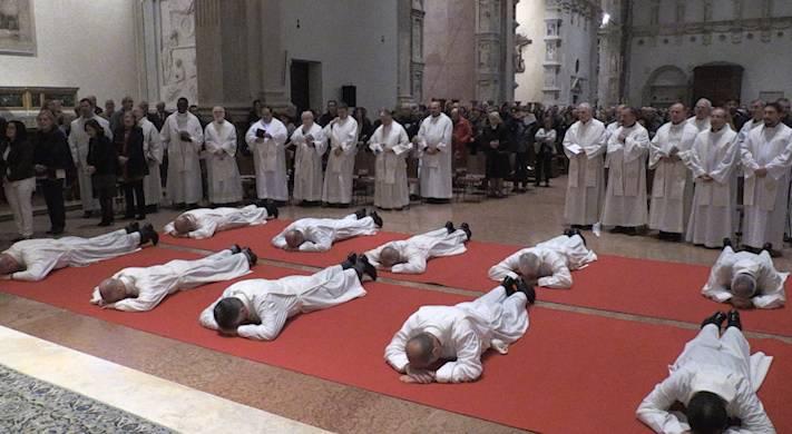 Basilica gremita per l'ordinazione dei dieci nuovi diaconi