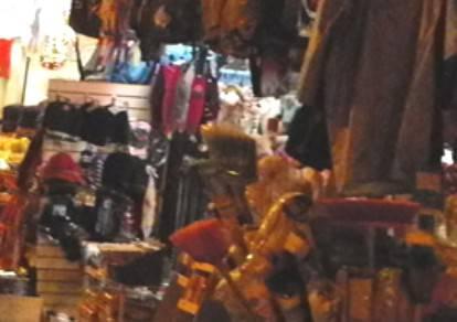 Renzi (FdI) chiede regolamento contro negozi etnici di basso livello nei borghi