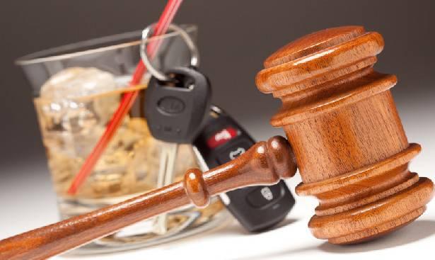 Fermato otto volte ubriaco alla guida, chiesta citazione a giudizio