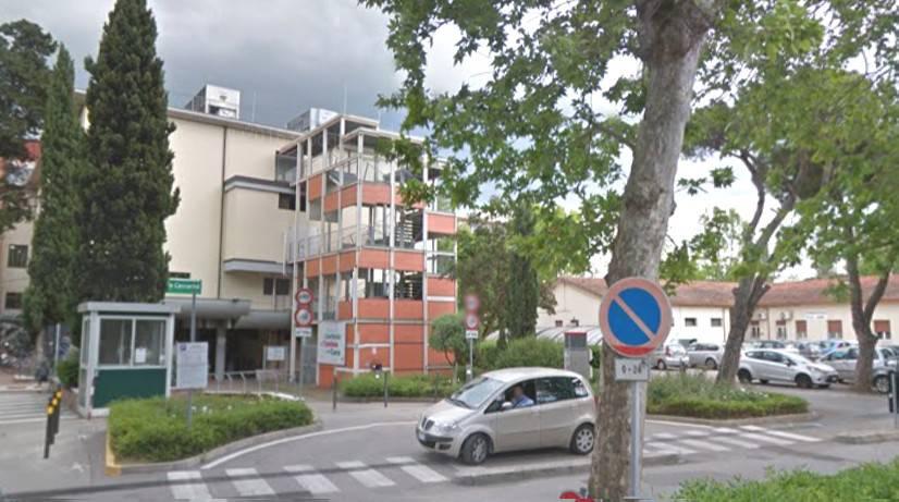 Sistemazione marciapiedi via Frosinone, rimossi sette pini