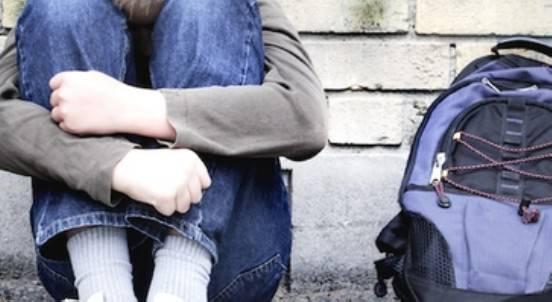 Atti di bullismo contro un compagno, denunciati otto ragazzi