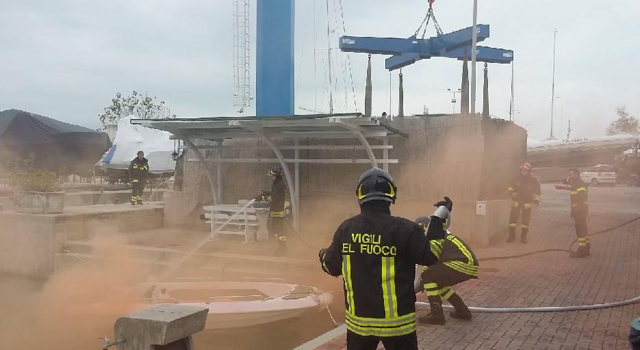 Esercitazione antincendio al porto turistico di Portoverde