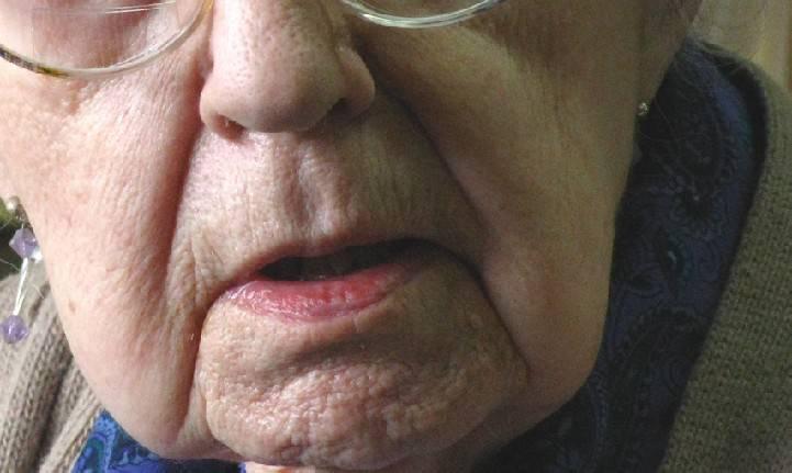Lesioni e maltrattamenti all'anziana madre. Denunciata 40enne