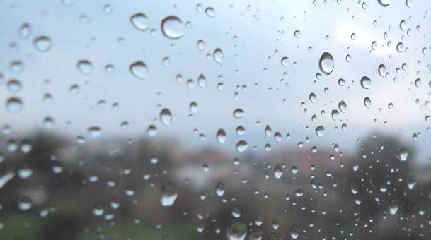 Torna il maltempo. Fine settimana con pioggia e mare mosso