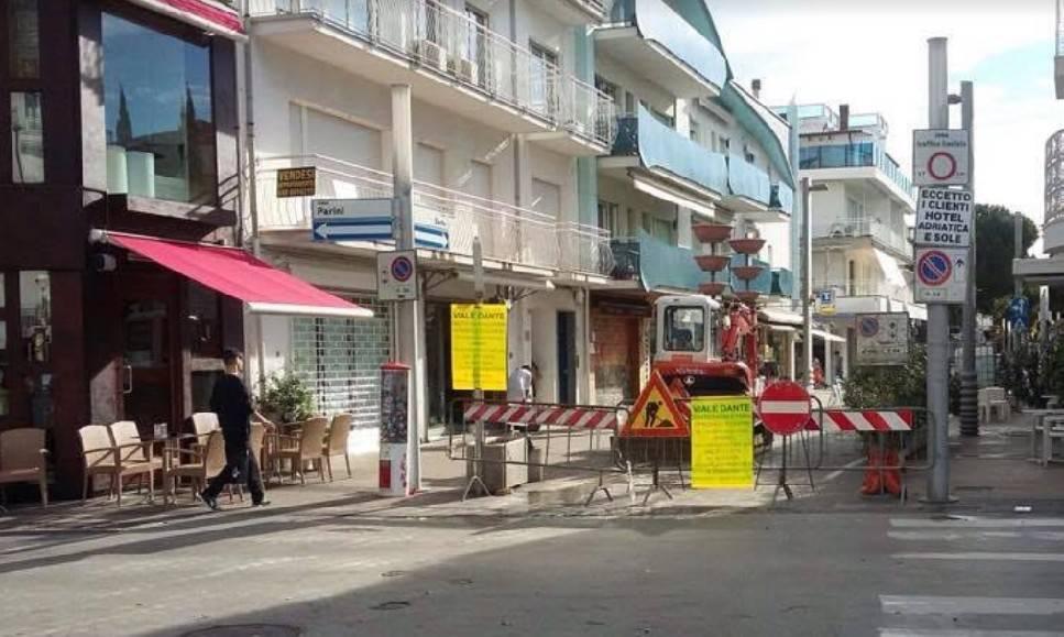 Lavori di asfaltatura, chiuso un tratto di viale Dante