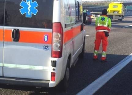Auto fuori strada in A14 in zona Rubicone, cinque feriti