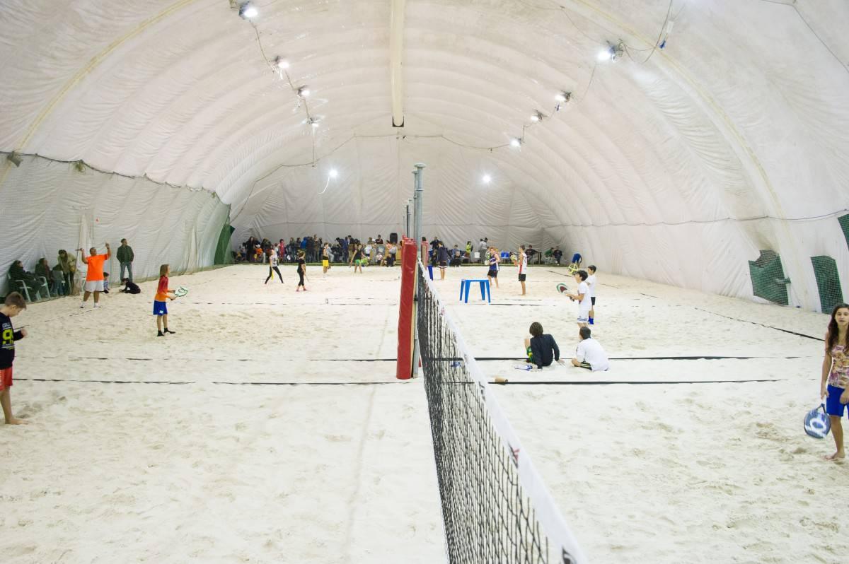 beach tennis under
