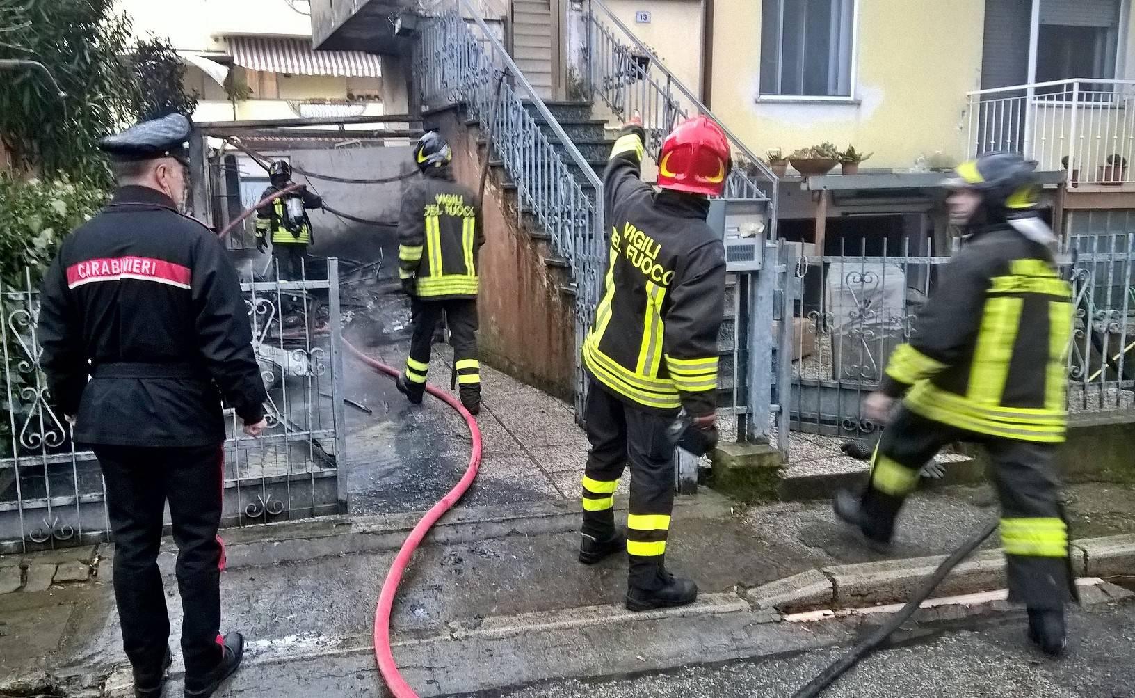 Incendio in un garage di via Lugo a Riccione