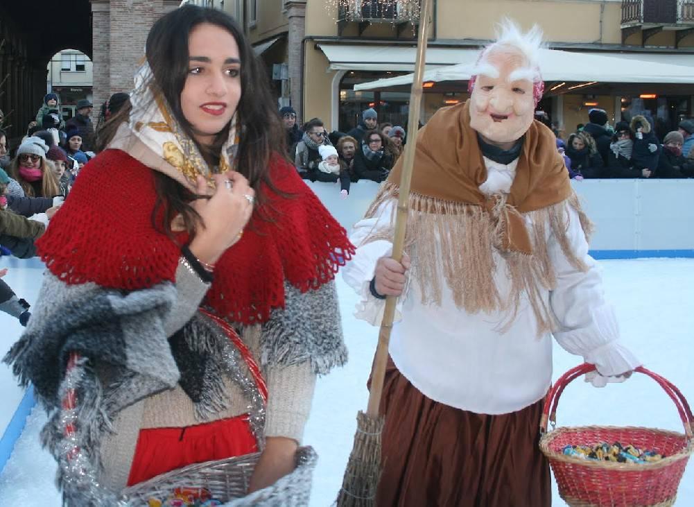 In piazza Cavour la festa per la Befana on ice
