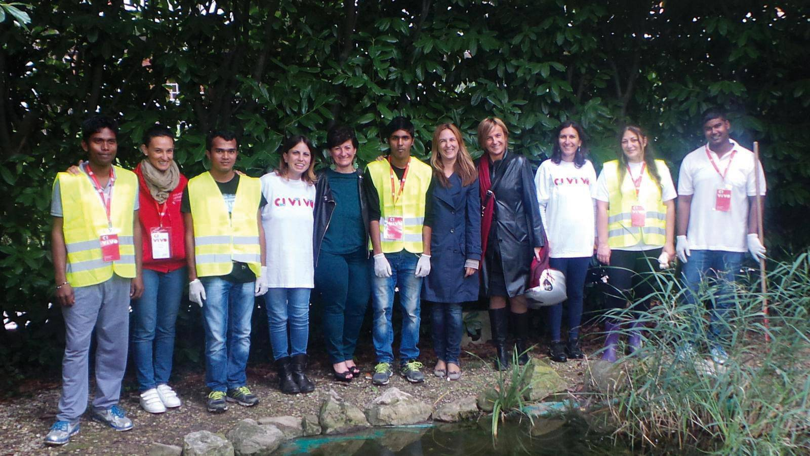 un gruppo di profughi impegnati nei Ci.vi.vo