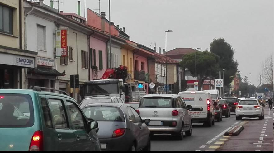Il Sigep manda in tilt il traffico in tutta la città. Code anche in autostrada