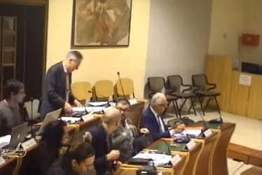 """""""Una bocciatura a seduta"""". E Renzi rinvia la mozione"""