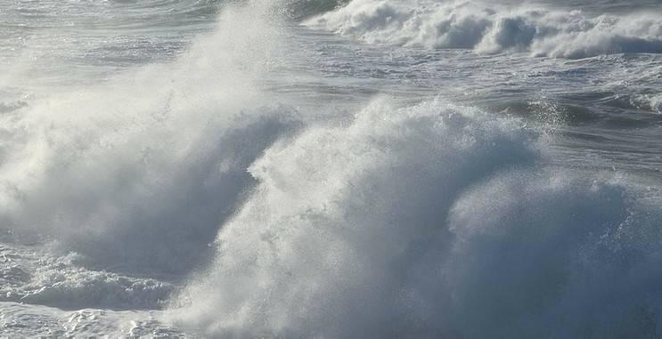 Da venerdì sera allerta per vento e mareggiate sulla costa
