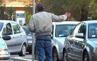 Parcheggiatore abusivo sanzionato al Tiberio
