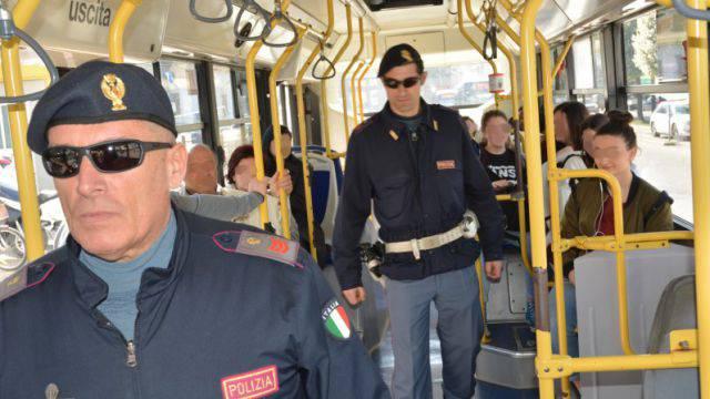La Polizia sugli autobus