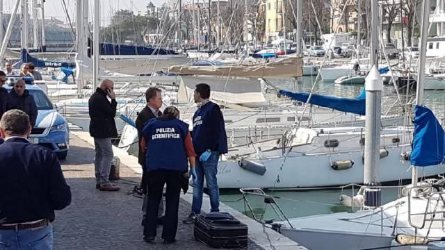 Trovato corpo in una valigia sul porto canale
