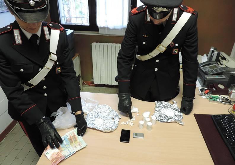 Gli trovano un etto di cocaina, arrestato dai Carabinieri