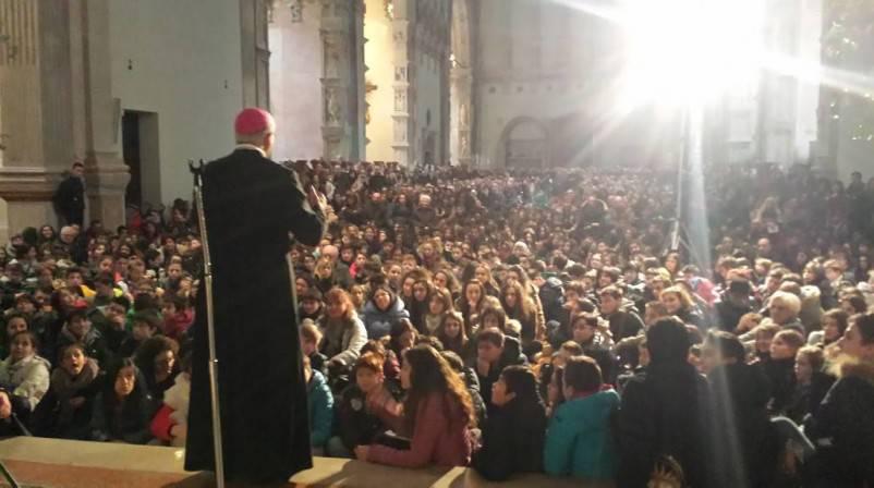 Il vescovo incontra 2.500 cresimandi: domenica primo appuntamento