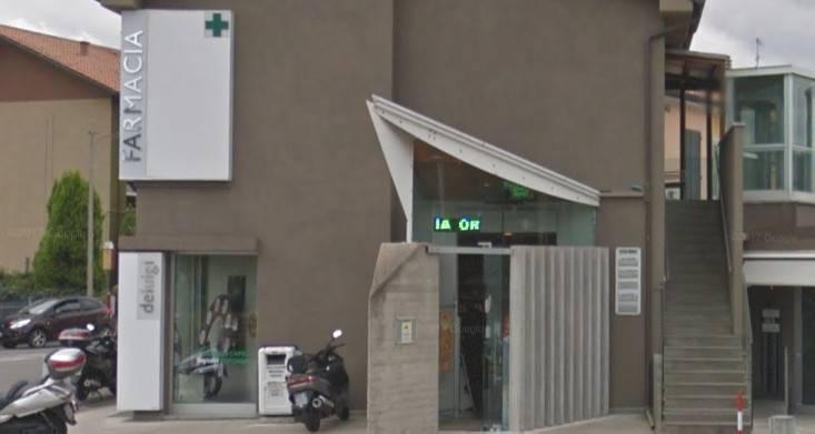 Tentano furto in farmacia ma scatta l'allarme