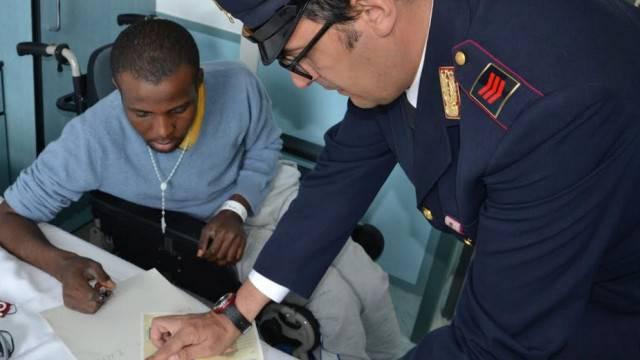 Consegnato permesso di soggiorno a Emmanuel, aggredito a marina centro