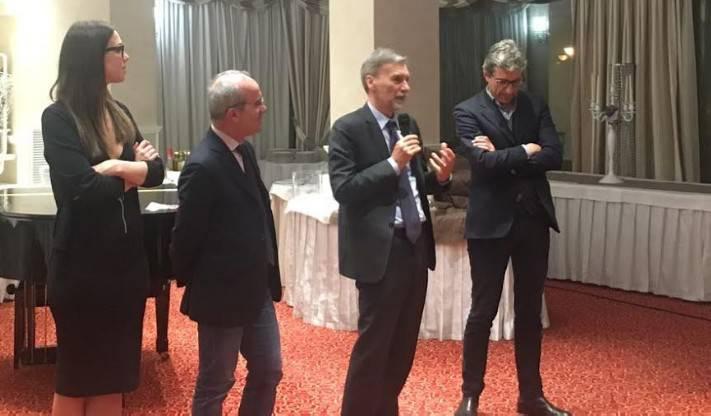 Mozione Renzi. 200 persone alla cena con Delrio