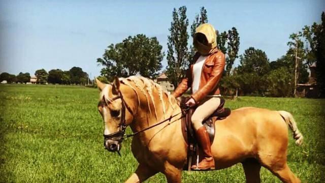 """Gessica a cavallo: """"Finalmente torna a splendere il sole"""""""