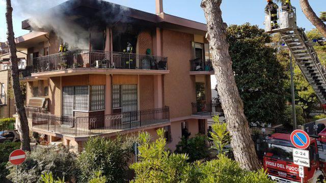 L'incendio in via Baronzio