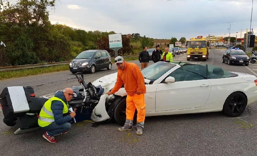 Moto contro auto sulla SS16 a Misano, due feriti