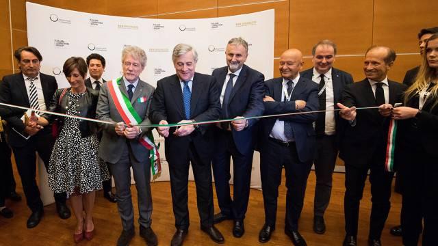 Durante la conferenza inaugurale di OROAREZZO è stato firmato un accordo tra Italian Exhibition Group e Federorafi per favorire l'internazionalizzazione del Made in Italy del comparto orafo-gioielliero.