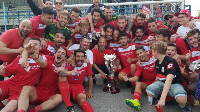 I giocatori del Rimini festeggiano
