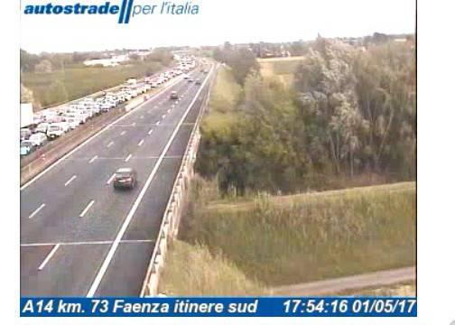 Il vento spinge i turisti verso il rientro. Traffico in A14