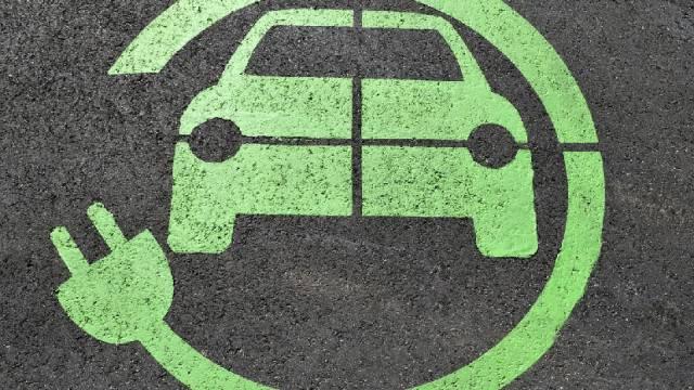 La proposta del 5 Stelle di Riccione: sosta gratuita per auto elettriche