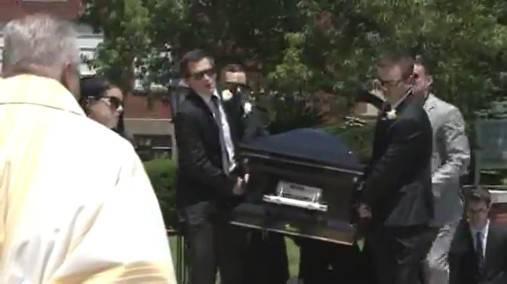 Hayden, cerimonia composta per l'ultimo saluto