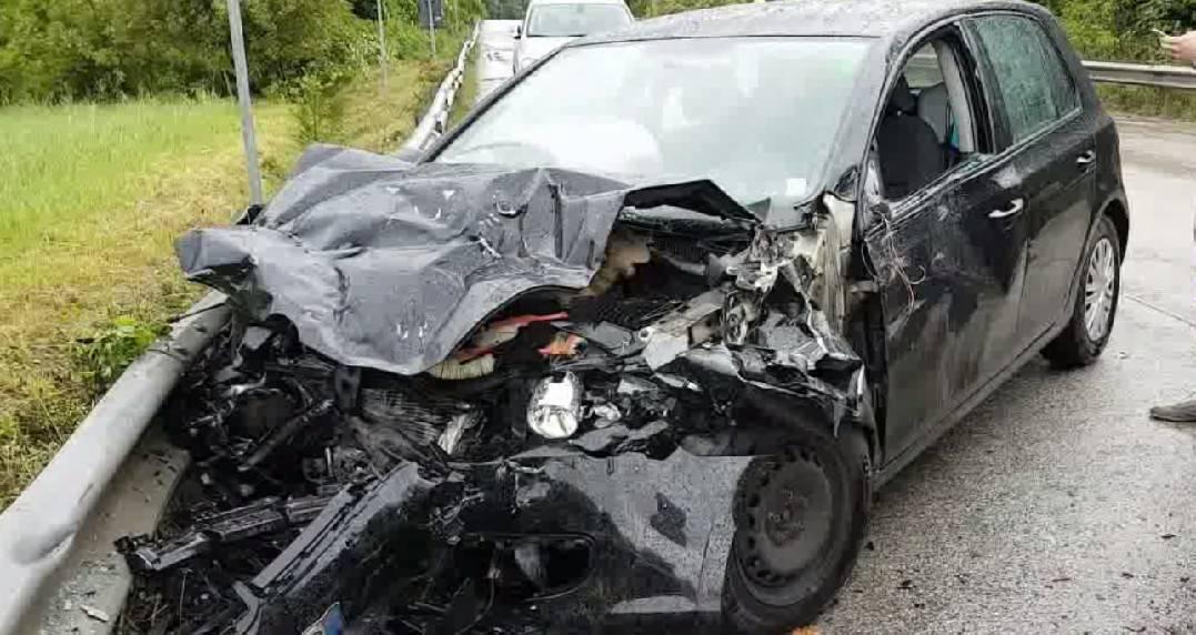 Tre feriti, uno grave, in incidente frontale a Pietracuta