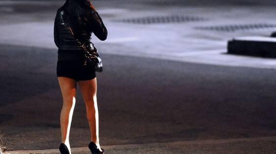 Prostituzione, da lunedì ordinanza in vigore. Amministrazione: consapevoli del rischio