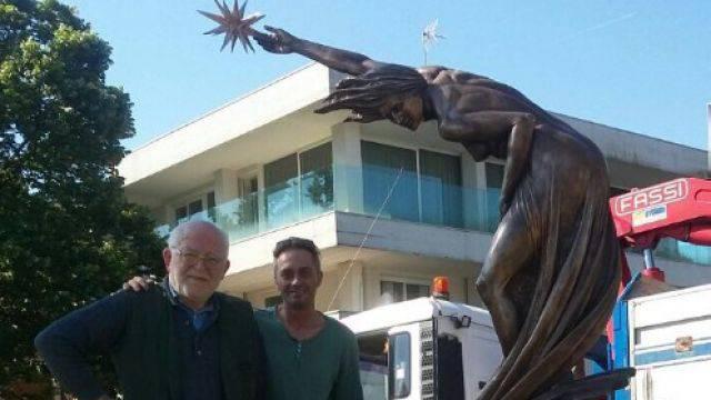La scultura Aurora torna alla rotatoria di punta dell'est