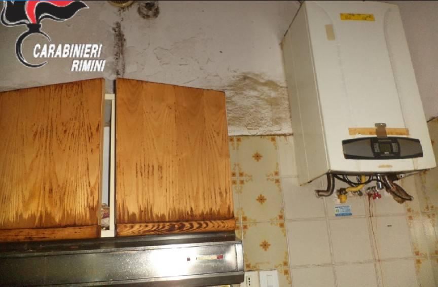 Sovraffollamento e blatte in due appartamenti a Borgo Marina