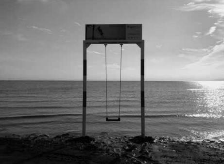 L'altalena in riva al mare