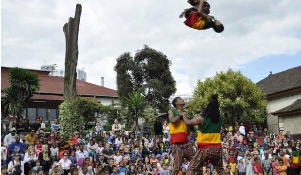Il Fekat, circo senza casa, apre la festa dei Multicolori