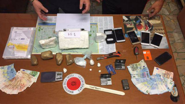 Due chili di cocaina in casa, arrestato 37enne