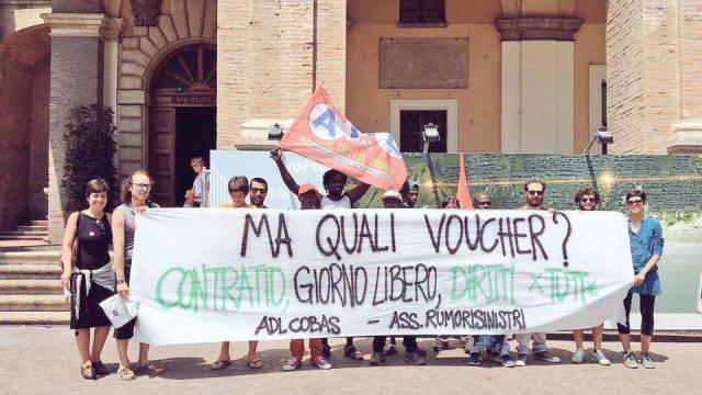 Lavoratori stagionali, in piazza per denunciare lo sfruttamento