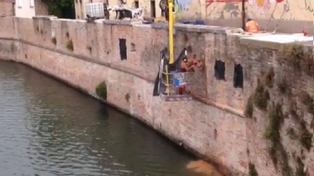 Rufo Spina denuncia: bucate mura antiche. L'Amministrazione: tutto concordato e autorizzato