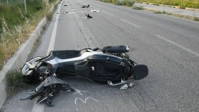Scooterista cade in via Montescudo, grave all'Infermi