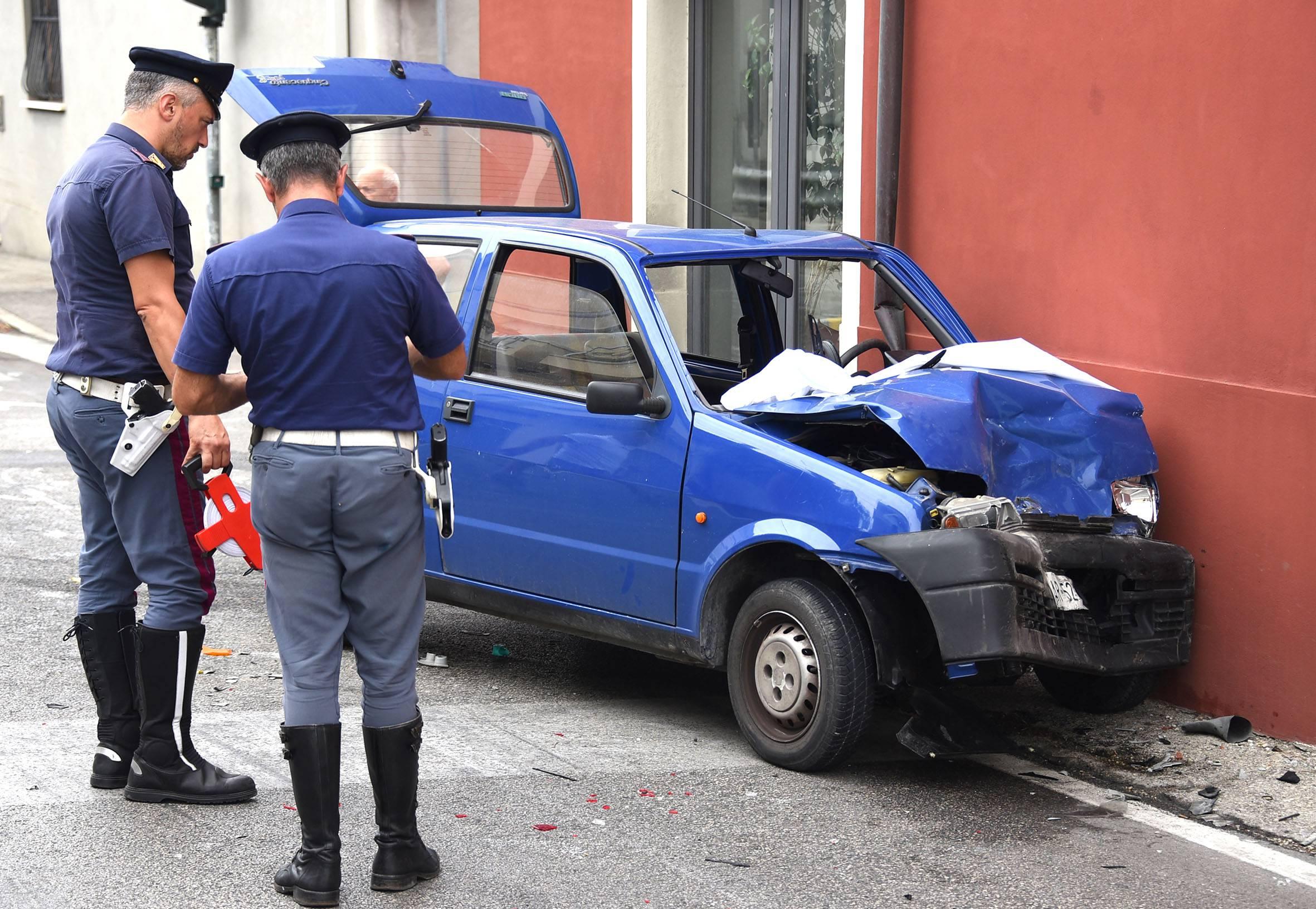 Maxi incidente sulla Marecchiese, 6 auto coinvolte. 50enne portata al Bufalini