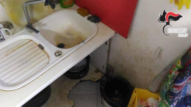 Sovraffollamento e blatte in cucina, sanzioni a Miramare